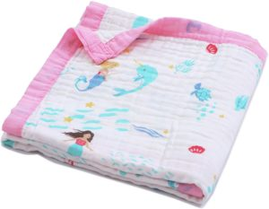 What to Pack in your Diaper Bag: Muslin Organic Cotton Blanket
